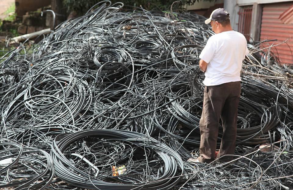 La evidencia del daño que hemos sido objeto está en las toneladas de cables retirados
