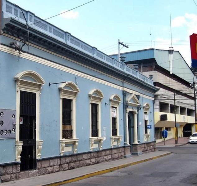 La fachada del Chico Club solo ha cambiado de color