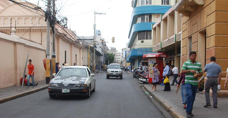 Calle de los Naranjos, posteriormente Cervantes - Foto de La Tribuna